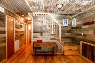rustic_retreat_165327