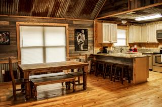 rustic_retreat_165732