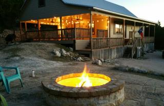 rustic_retreat_new_firepit_1